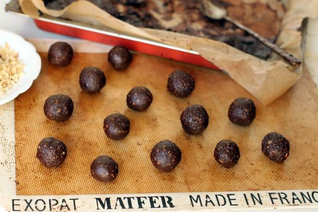 Homemade Nutella Truffles | HelloGlow.co
