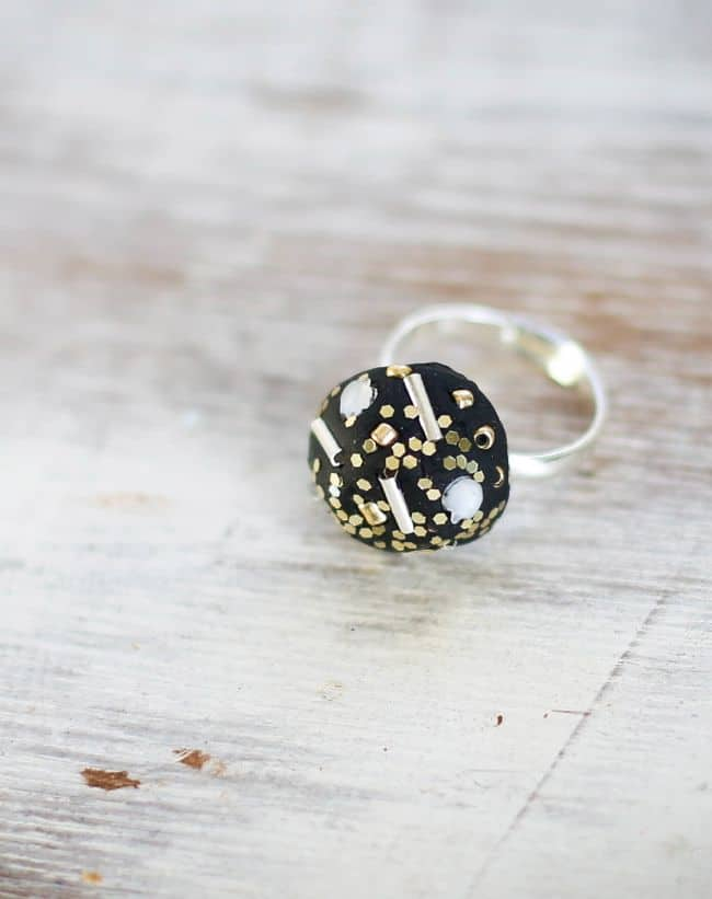 DIY Bling Ring for New Year's | HelloNatural.co
