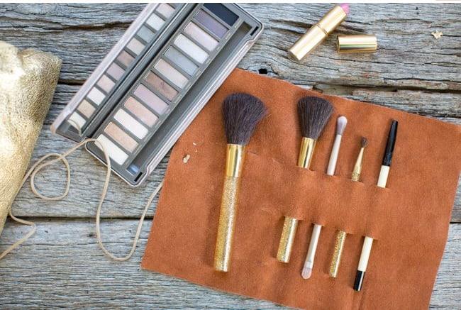 Makeup brush holder | Henry Happened
