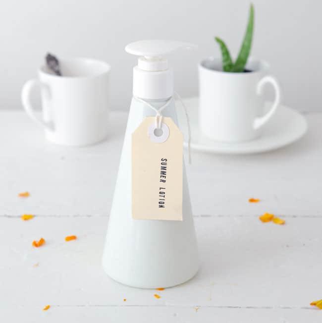 DIY Summer Lotion | HelloNatural.co