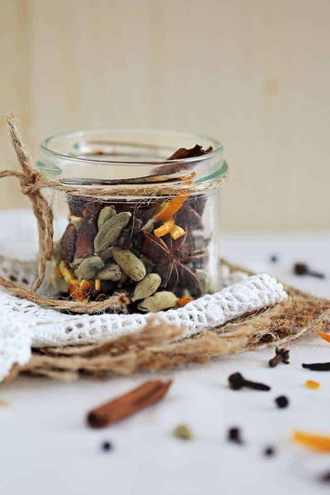 Homemade Mulling Spices | HelloNatural.co