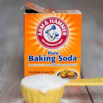 12 Beauty Uses for Baking Soda
