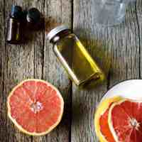 DIY: Grapefruit Cellulite Scrub + Body Oil