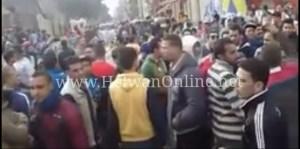 سائقو الـ«توك توك» ينظمون وقفة احتجاجية بميدان المحطة إعتراضًا علي حظره بحلوان