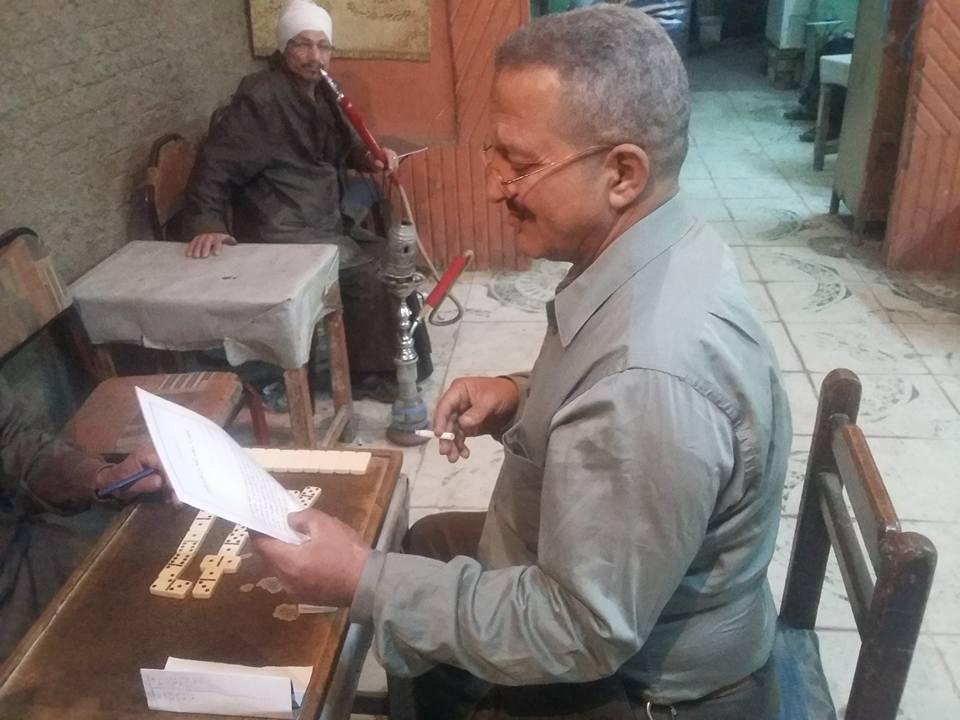 بالصور.. أهالي حلوان يجمعون توقيعات لسحب الثقة من نواب الدائرة