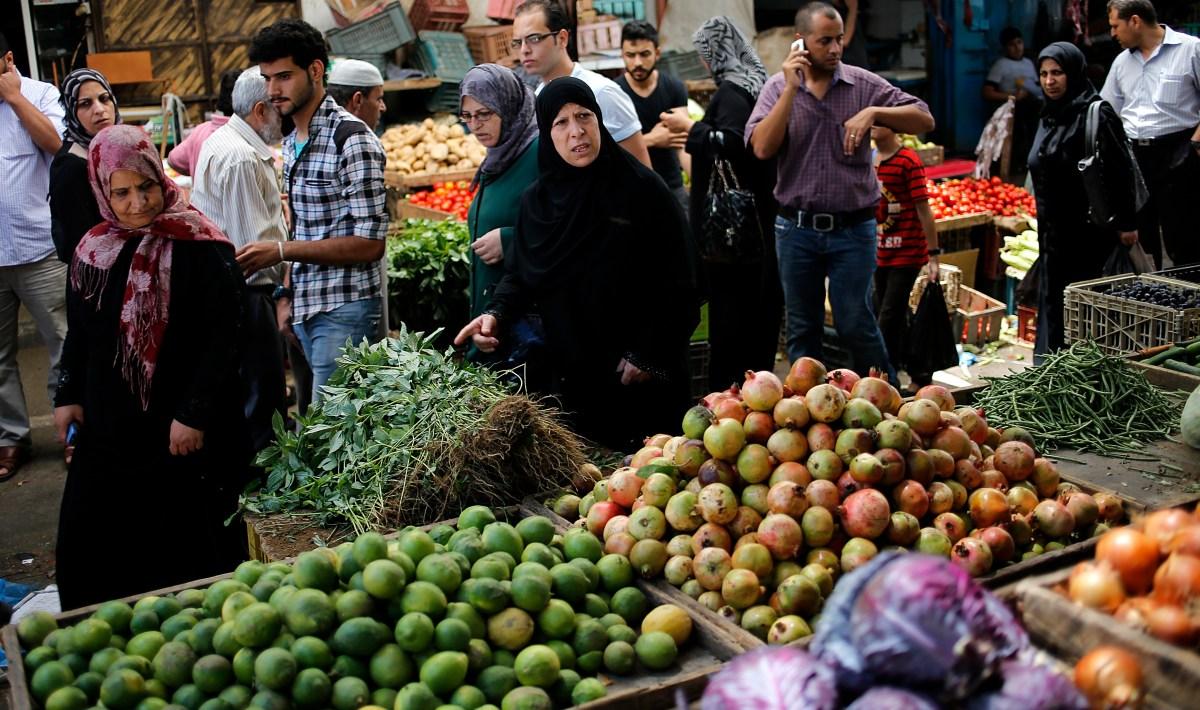 أسعار الخضروات والفاكهة بسوق حلوان اليوم الإثنين 2-5-2016