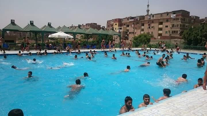 لرخص ثمنه.. حمام السباحة بمركز شباب حلوان الجديدة مقصد الأهالي قبل موعد المصيف السنوي
