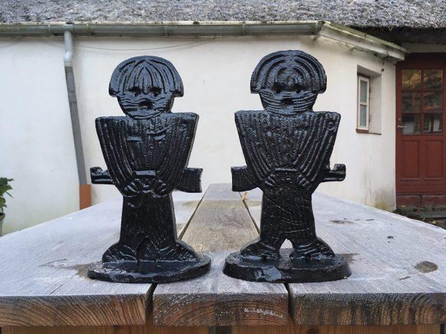 Guards in stoneware by Henrik Bruun 2017, 28 cm.