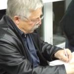Wolf Biermann am Mittwoch Abend beim Signieren