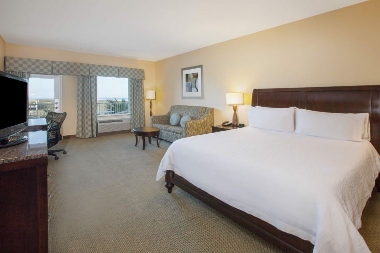 KING GUEST ROOM PARTIAL VIEW