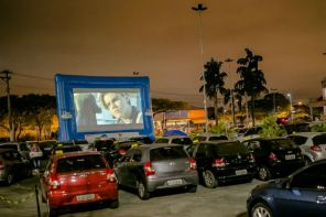 Cinema drive-in estaciona em cidades de SP