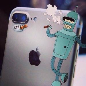 "Новая камера iPhone 7 напоминает персонажа Bender с ""Futurama"""