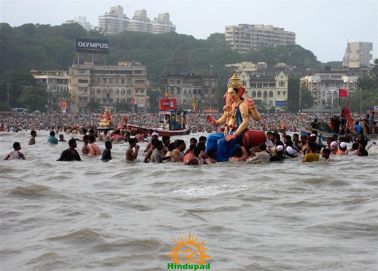 http://i2.wp.com/hindupad.com/wp-content/uploads/2014/08/Ganesh-Visarjan.jpg