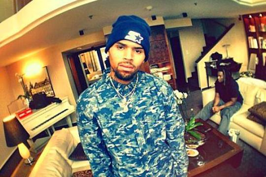 chris brown deletes instagram