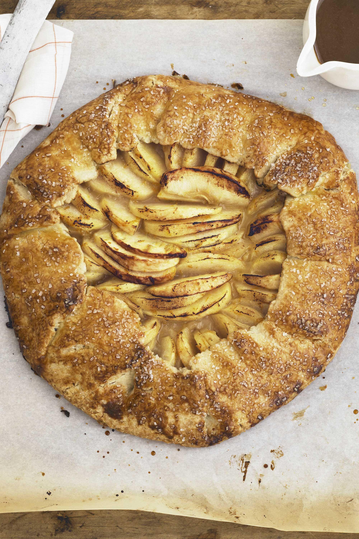 Precious Cinnamon Swirl Apple Pie Large Cinnamon Rolls Cinnamon Swirl Apple Pie Video Cinnamon Swirl Apple Pie Easy Apple Recipes What To Do Cinnamon Rolls Apples Cinnamon Cinnamon Swirl Apple Pie Ful nice food Cinnamon Swirl Apple Pie