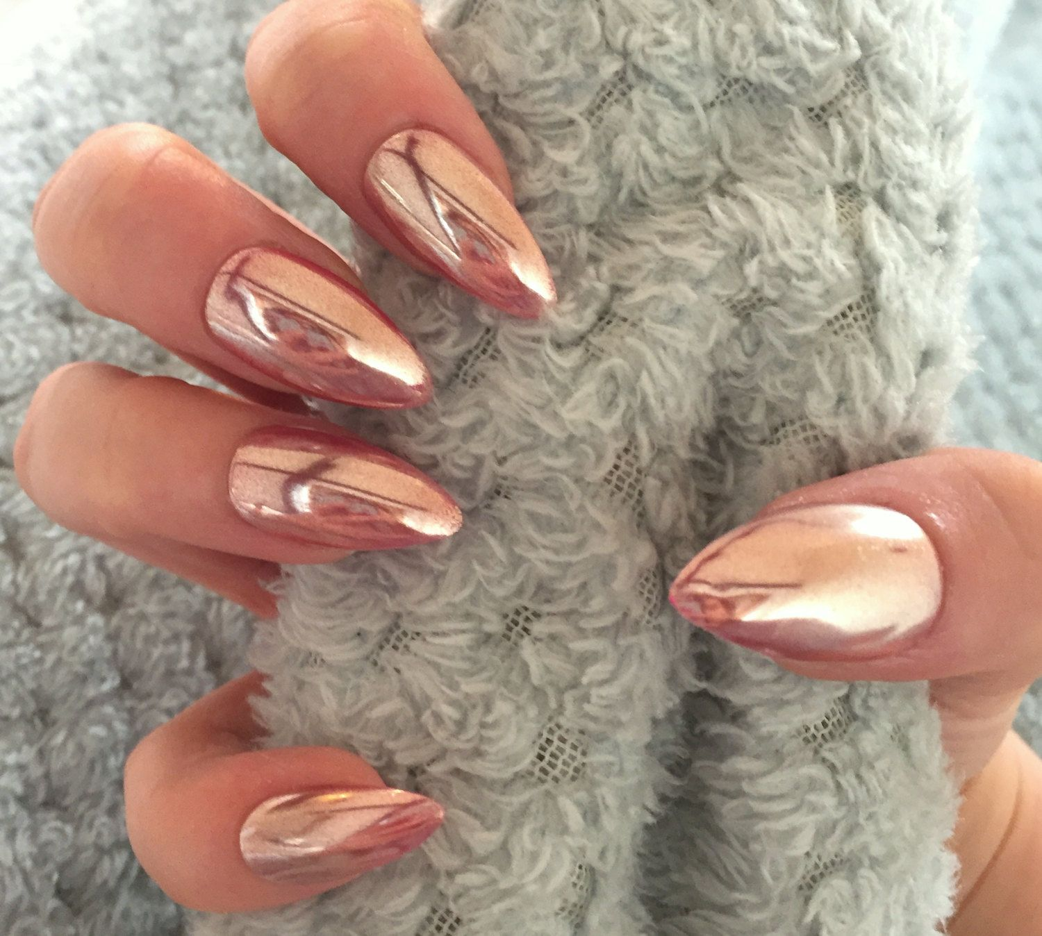 21 Chrome nails   From mirror nail polish to acrylic nail art ideas Chrome nails