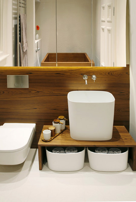 teak-panelled bathroom