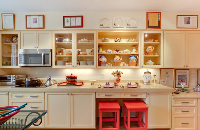 kitchen-diner with buttermilk painted cabinets and shelving