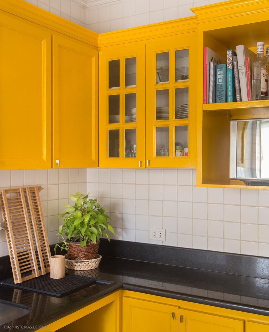 05-decoracao-armario-pintado-amarelo