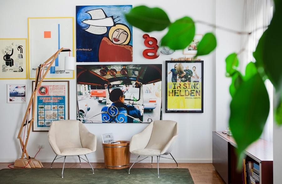 01-decoracao-parede-quadros-molduras-poltronas