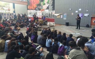 """Exitoso lanzamiento del libro """"4 de agosto: testimonios de una revuelta popular"""" en la Fac. de Filosofía y Hdes. de la U. de Chile"""
