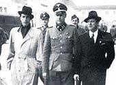 Heesters (l) tijdens zijn bezoek een Dachau