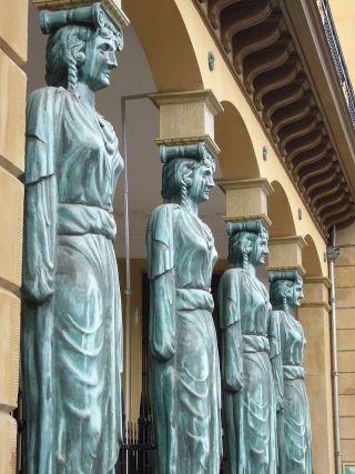 De kariatiden van de Winkel van Sinkel te Utrecht (wiki)