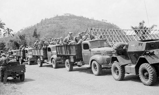 Militaire colonne tijdens de eerste 'politionele actie' – Foto: Tropenmuseum
