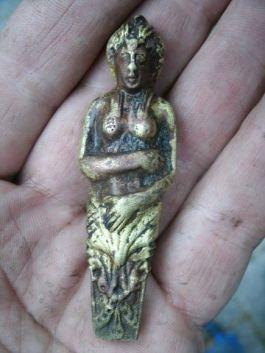 Beeldje dat tijdens de opgraving werd gevonden - Foto: Archeologie West-Friesland, Hoorn