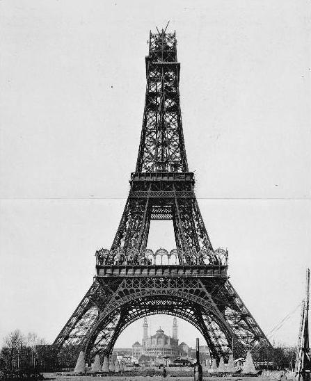 26 december 1888: De bouw van het stuk tussen de tweede en derde verdieping