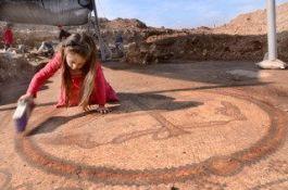 Mozaïekvloer die in Aluma gevonden werd (IAA)