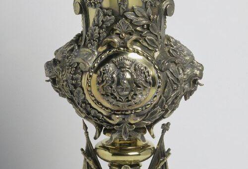 Verguld zilveren prijsbeker (detail) door J.M. van Kempen, 1874-1876. Koning Willem III schonk deze beker aan de Haagse schutterij