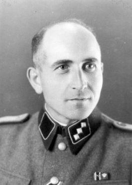 De portretfoto die SS-Untersturmführer Maximilian Grabner liet maken door Wilhelm Brasse. (Bron: Staatsmuseum Auschwitz-Birkenau)