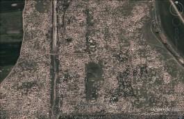 Satellietfoto die aantoont hoeveel schade er aangericht is aan de oude Syrische stad Apamea (Google Earth)