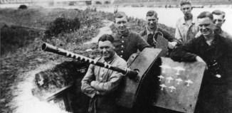 2 cm Flakgeschut bij de zomerdijk aan de Ijssel in Westervoort. Gelders Archief, nr. 1560-1818. Foto: onbekend | 1944