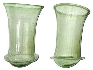 Tussen de gebruiksvoorwerpen in de graven werden ook glazen aangetroffen, die waarschijnlijk van rondzwervende kooplieden werden gekocht. (Foto ADC Archeoprojecten)