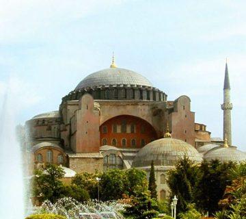 De Aya Sophia in Constantinopel, ooit de grootste kathedraal ter wereld, werd in het Ottomaanse Rijk verbouwd tot de moskee Hagia Sophia.