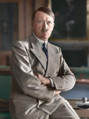 Adolf Hitler, portretfoto uit 1933 (cc - Bundesarchiv)