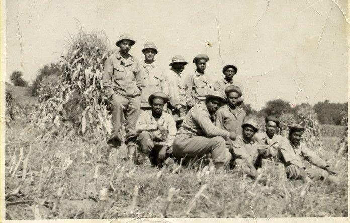 Jeff Wiggins tijdens een trainingskamp (enige foto uit WOII in zijn bezit. onderste rij, derde van rechts)