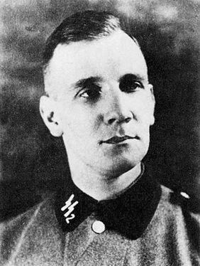 Kurt Gerstein in SS-uniform. Tijdens de Tweede Wereldoorlog had hij de leiding over de afdeling Gesundheitstechnik van het Hygiene-Institut der Waffen-SS. In die hoedanigheid was hij in de zomer van 1942 getuige van een vergassing van Joden in vernietigingskamp Belzec in Polen. (Bron: Publiek domein)