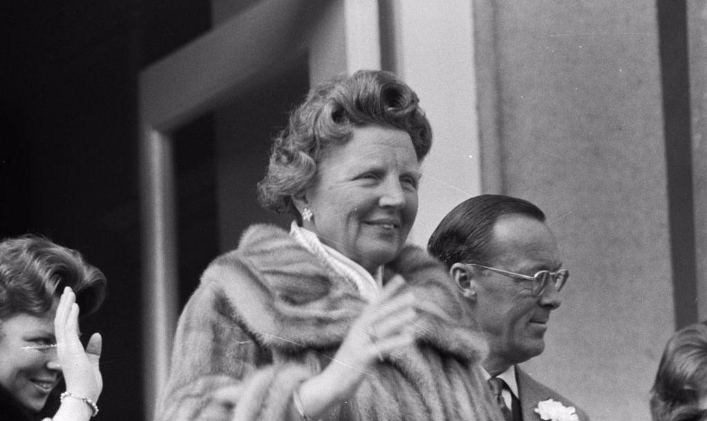 Nieuwe biografie koningin Juliana verschenen