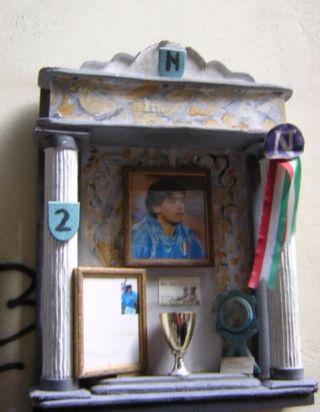 Klein altaartje voor voetballer Diego Maradona - cc