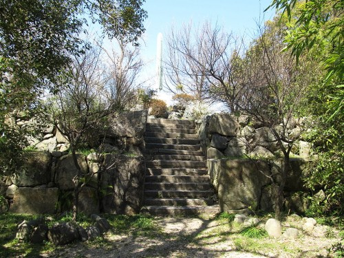 Kuwana_castle_tower_foundation_(ruin_of_Donjon)