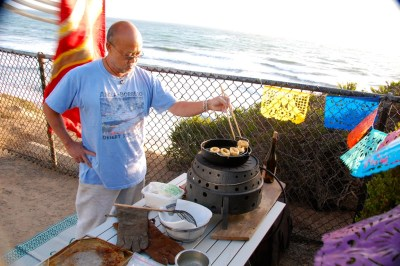 DSC_0096 Frying calamari by the sea