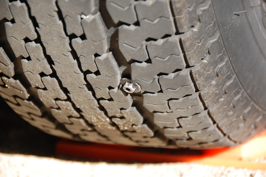 DSC_0013 Screw embedded in tire crown
