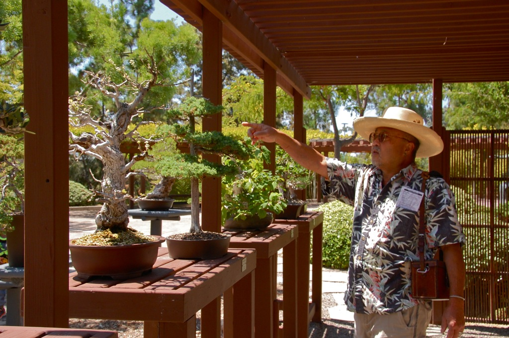 dsc_0016-larry-and-bonsai