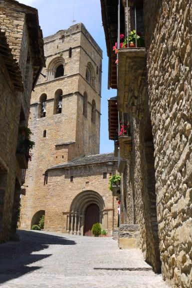 Aínsa, Spain [travel guide]