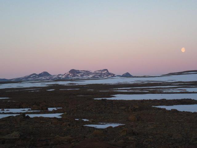 Crossing the Drangajokull, Iceland - by Tom Vogels