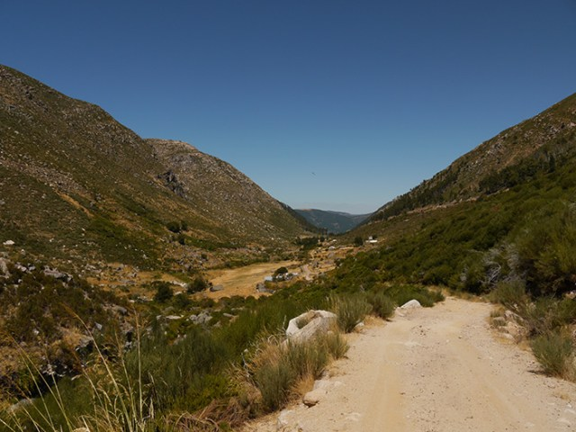 Hiking on a hot day - Serra de Estrella, Portugal (13), backpacking and hitch-hiking in Portugal