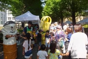 慶應大学日吉キャンパス内には約25のブースが出店されました